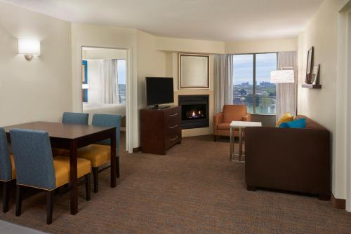 A seating area at Residence Inn by Marriott Toronto Airport