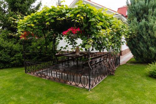 Сад в Резиденция Троя