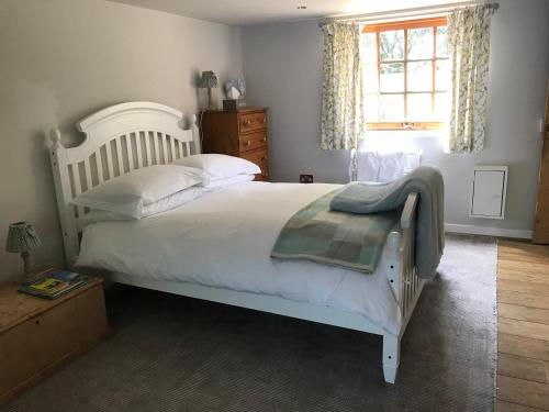 A bed or beds in a room at Stapehill Lodge B&B