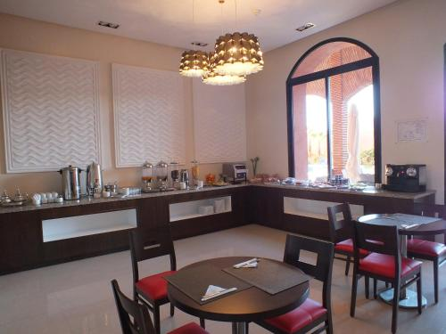 A restaurant or other place to eat at Hotel Relax Marrakech