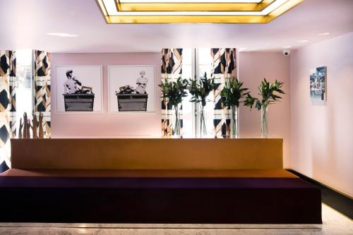 The lobby or reception area at Hôtel Saint-Marc