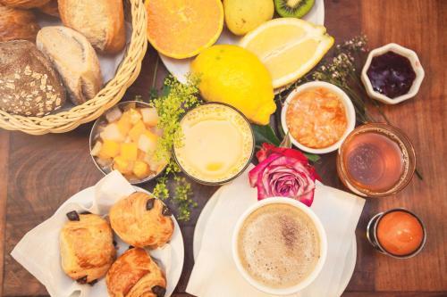 Options de petit-déjeuner proposées aux clients de l'établissement Kallisté