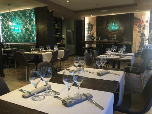 Un restaurante o sitio para comer en Hotel Comillas