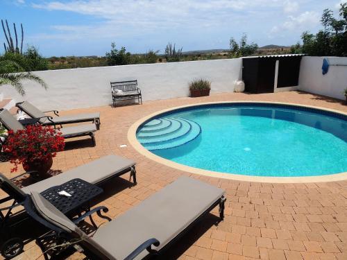 Uitzicht op het zwembad bij B&B Hacienda La Bougainville of in de buurt
