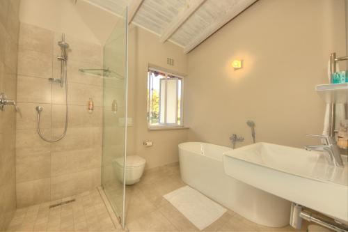 A bathroom at Amberhall Guesthouse
