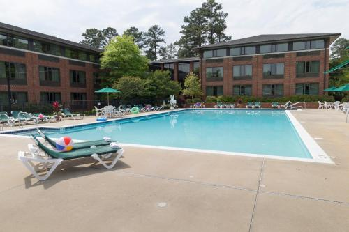 The swimming pool at or near Williamsburg Woodlands Hotel - A Colonial Williamsburg Hotel