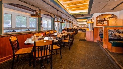 A restaurant or other place to eat at Best Western Plus Clocktower Inn