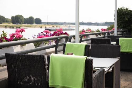 A restaurant or other place to eat at Hotel Rheingarten