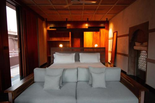 A bed or beds in a room at RAAS Jodhpur