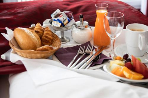 Breakfast options available to guests at Hotel Rheingarten