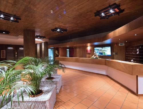 The lobby or reception area at Dom Pedro Madeira