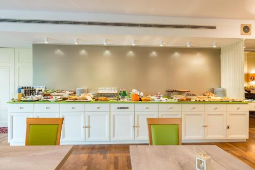 A kitchen or kitchenette at Grand Hotel Terme