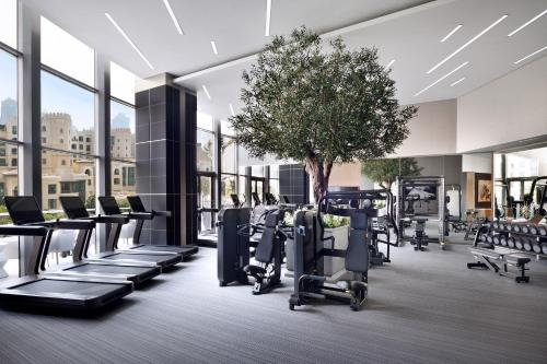 The fitness centre and/or fitness facilities at Address Downtown