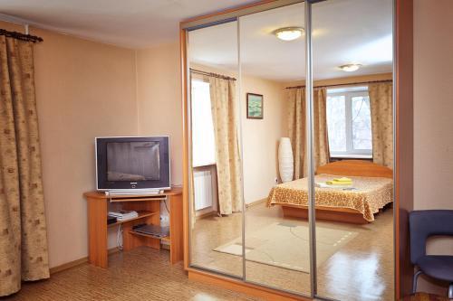 Телевизор и/или развлекательный центр в Center Loft Студия центр Омск Гагарина Безконтактное заселение