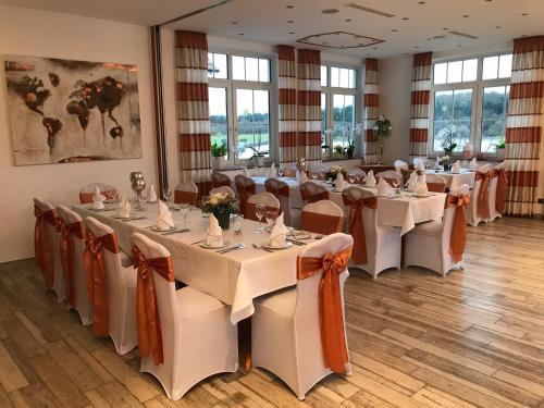 Ein Restaurant oder anderes Speiselokal in der Unterkunft Seehotel Michaela
