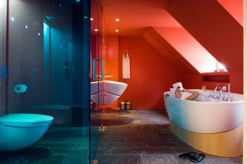 A bathroom at Derlon Hotel Maastricht