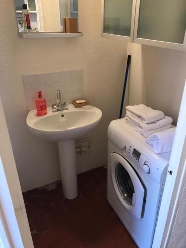 A bathroom at Studio au Panier