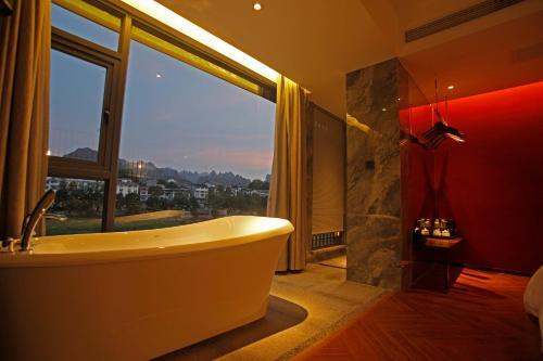 Un baño de South Mountain Boutique Hotel