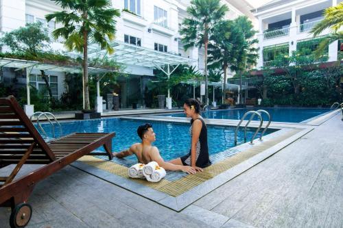Het zwembad bij of vlak bij Gallery Prawirotaman Hotel