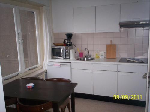 Cuisine ou kitchenette dans l'établissement Hotel Noordzee