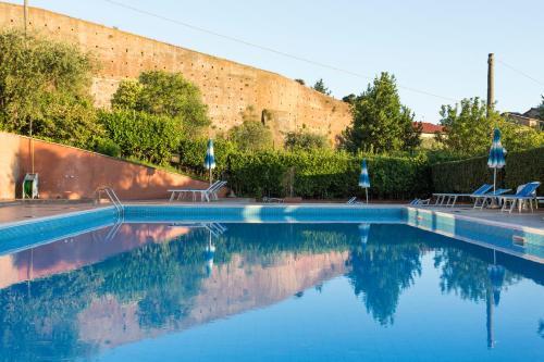 The swimming pool at or near Hotel Il Giardino