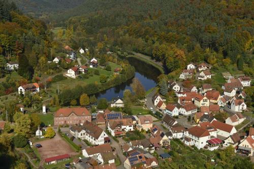 Blick auf Landhotel Zur Wegelnburg aus der Vogelperspektive
