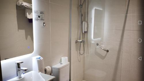 Salle de bains dans l'établissement Casa Gloria Apartments
