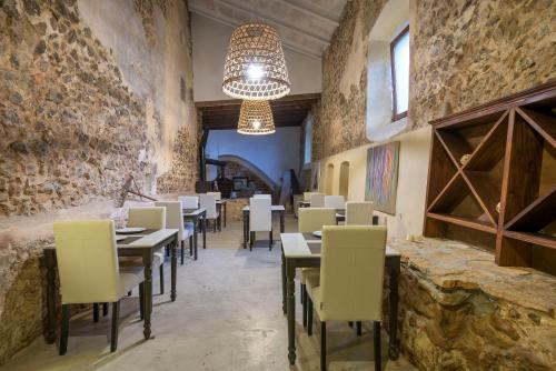 Un restaurante o sitio para comer en Hotel Turixant