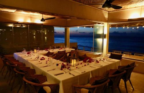 A restaurant or other place to eat at Kirimizi Hotel & Restaurante