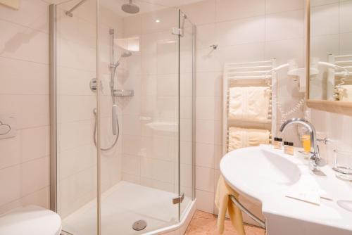 Ein Badezimmer in der Unterkunft BEST WESTERN Plus Hotel Goldener Adler Innsbruck