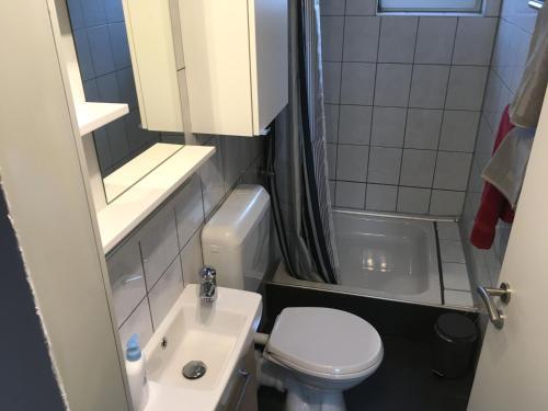 Ein Badezimmer in der Unterkunft HertenFlats - Rooms & Apartments - Kreis Recklinghausen