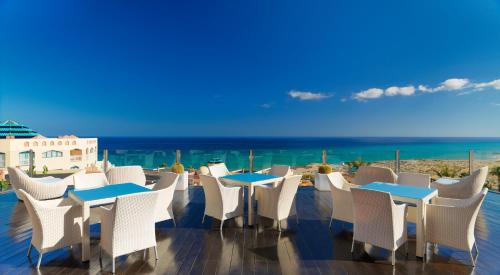 A restaurant or other place to eat at H10 Playa Esmeralda - Adults Only