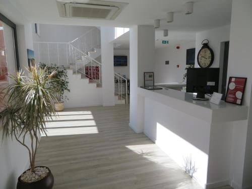 The lobby or reception area at Hotel Alcaide