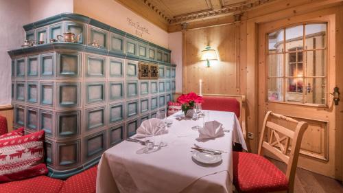 Ein Restaurant oder anderes Speiselokal in der Unterkunft Gasthaus Hotel Adler