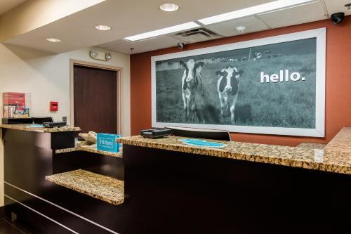 The lobby or reception area at Hampton Inn Dickson