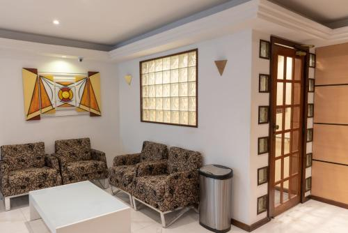 A seating area at Hotel Campo Grande