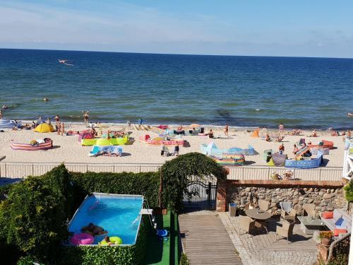 Widok na basen w obiekcie Dom Przy Plaży SPA lub jego pobliżu