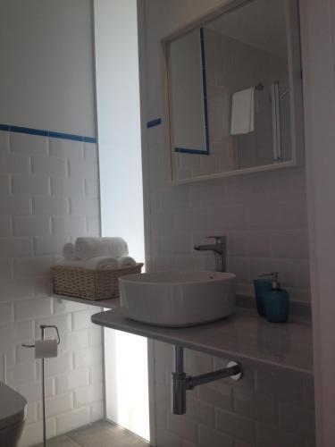 A bathroom at Montebreamo