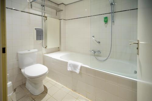 A bathroom at Fletcher Hotel Restaurant De Wipselberg-Veluwe