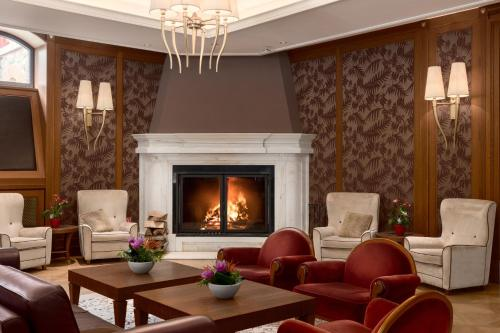 A seating area at Grand Hotel Kempinski High Tatras