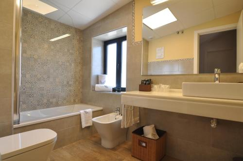 A bathroom at Patios del Orfebre