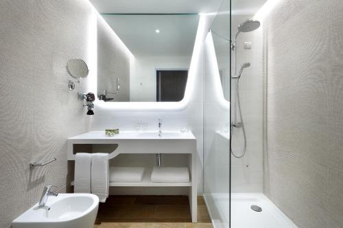 A bathroom at Eurostars Cascais