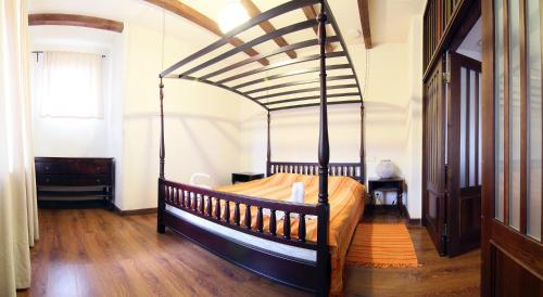 A bed or beds in a room at Sri Lanka Hotel ETHNOMIR