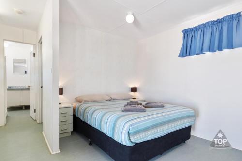 A bed or beds in a room at Denham Seaside Caravan Park