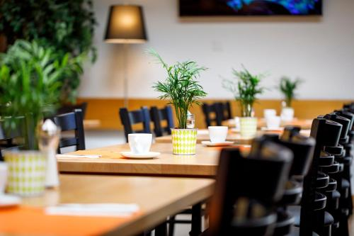 A restaurant or other place to eat at Hotel Jardin Bern