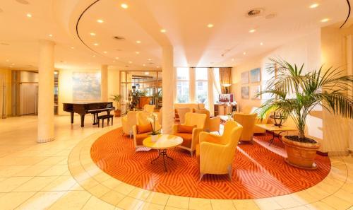 Lobby/Rezeption in der Unterkunft Dorint Strandhotel Binz/Rügen
