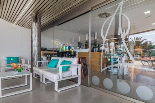 Un restaurante o sitio para comer en Esmeralda Maris