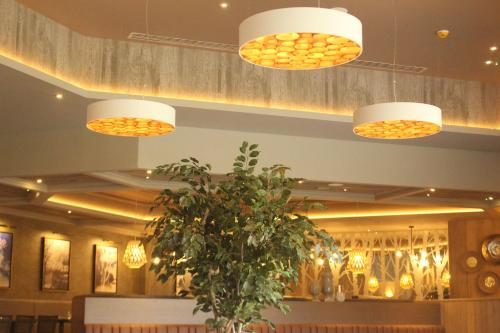 The lobby or reception area at Riverside Lodge Hotel