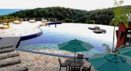 A piscina localizada em Chalé coco b4 ou nos arredores