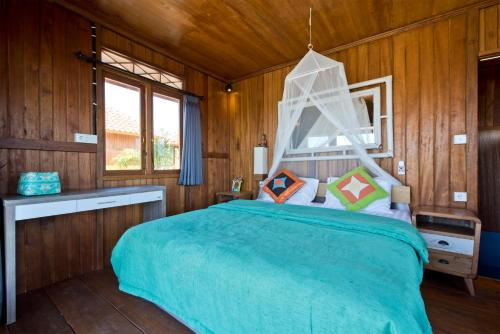 A bed or beds in a room at Ultimate Dive Gili Gede